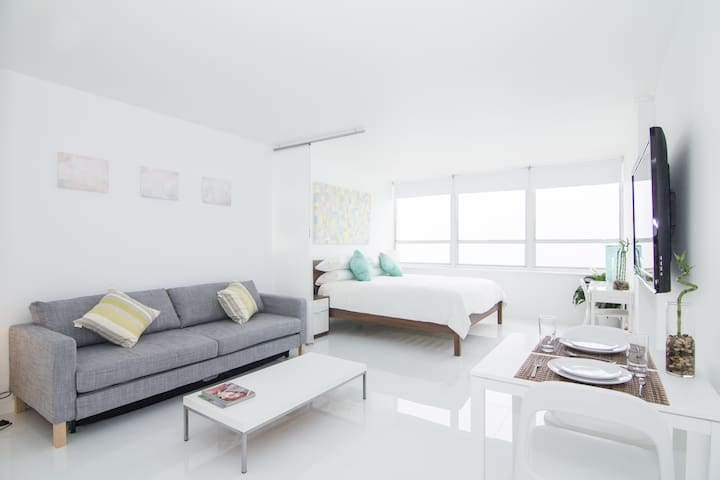 New 15th Floor Beachfront 180º Oceanview Apartment - Miami Beach - Daire