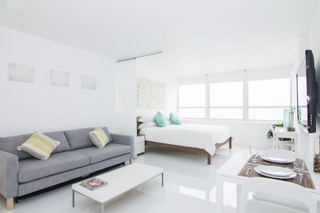 New 15th Floor Beachfront 180º Oceanview Apartment - 邁阿密海灘
