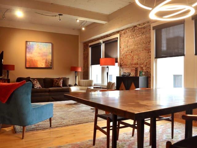 306 SW Condo Asheville - Historic Art Deco Gem!