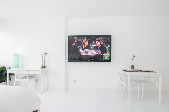 """I was particularly impressed with the size of the HDTV, which looked to be about 60"""". This is something you will rarely find in a hotel room, as most hotel TVs are small and old. - (Ryan January 2018) * 65inch Samsung TV 4K TV w Netflix and HBO"