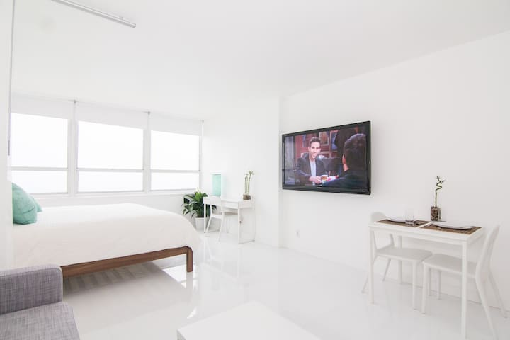 We offer a 65 inch Samsung 4K TV with Netflix ,HBOGO and TIVO HD service 500 channels. - Shane and Maru ( September 2019)