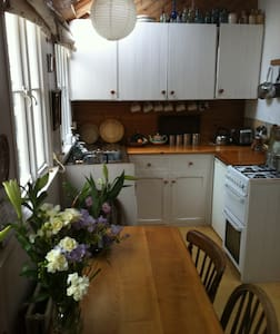Cosy Character Fisherman's Cottage - Mousehole - Talo