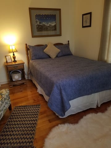 "Sterling Homestay, the ""Blue Room"""