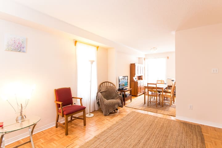 1 bd on 2nd floor of a semi-detached 3bd house - Vaughan