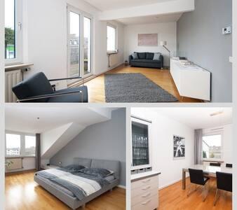 Helle Wohnung mit großer Sonnenterrasse - Düsseldorf - アパート