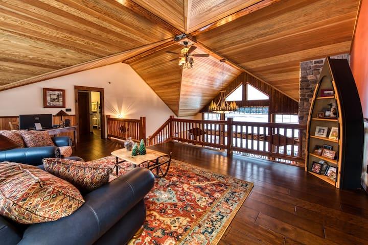 HemLocke Lodge Loft