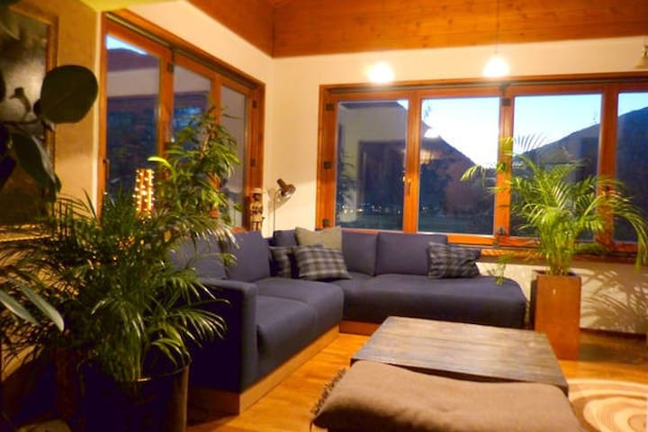 Charming Alpine Holiday Home - Maishofen - บ้าน