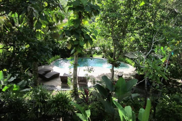 Dahlia 2BR Cottage with pool view at Balian Beach