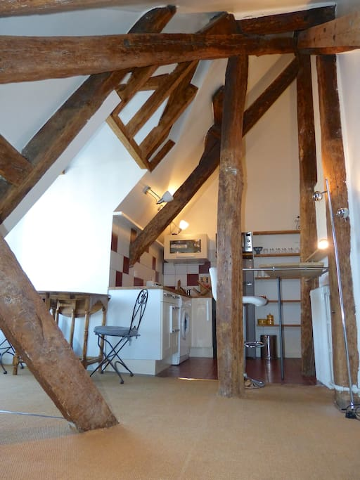 Living room with 18th century beams !