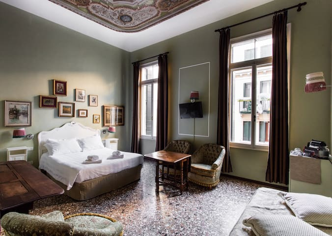 Suite Canal View on Historical Palace 202 - Venezia - House