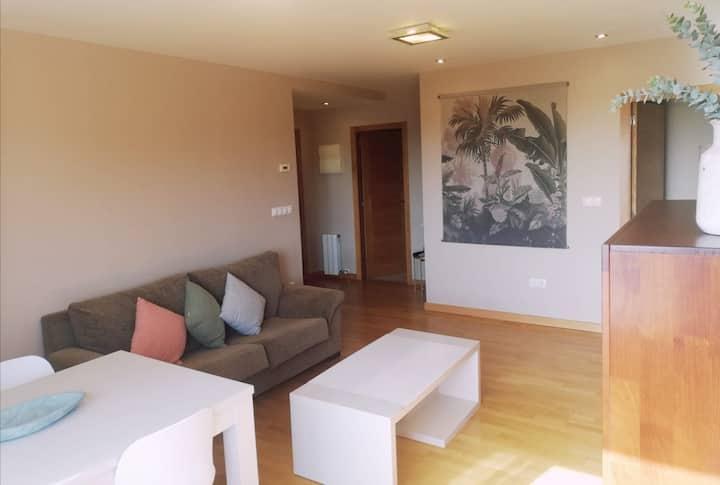 Apartamento con vistas al mar y terraza.