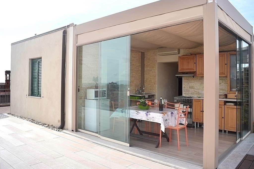 Attico sul mare appartamenti in affitto a piombino for Appartamenti sul mare barcellona