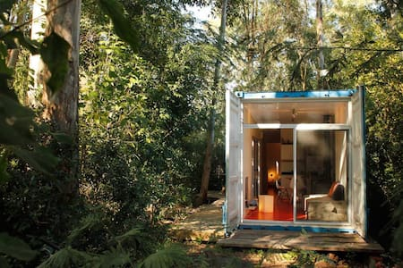 Casita en Container bosque. playa a 300m .