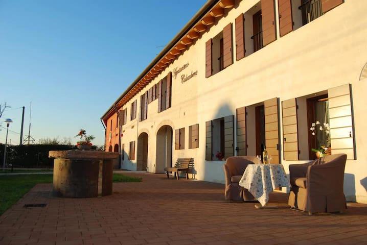 classic double room  near Venice - Quarto d'Altino - Bed & Breakfast