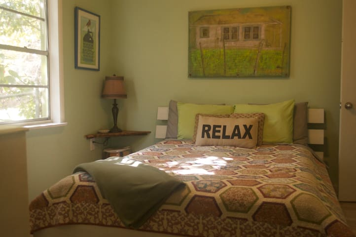 West of Downtown - Cozy 1 Bedroom & Private Bath - St. Augustine - House