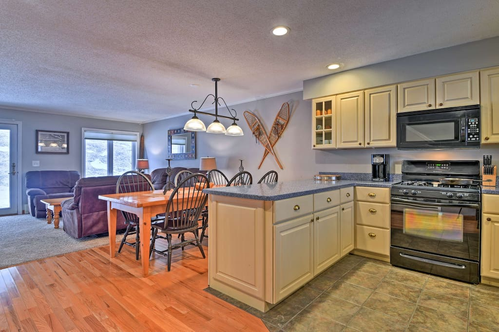 This condo boasts all the comforts of home and prime amenities!