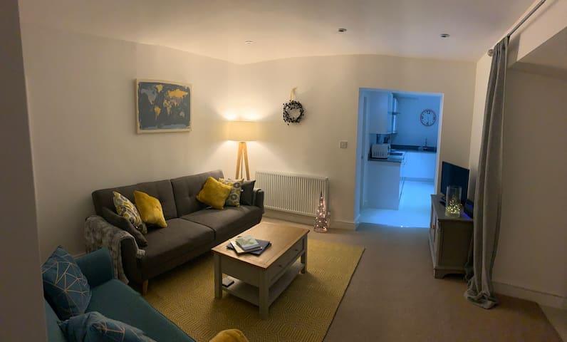 Pant Yr Ardd, Y Felinheli - A spacious garden flat