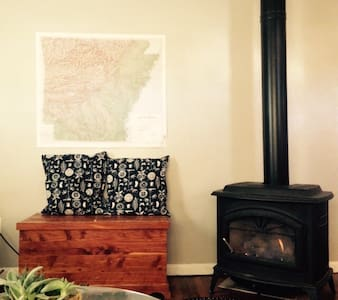 Charming Home Close to Campus - Fayetteville