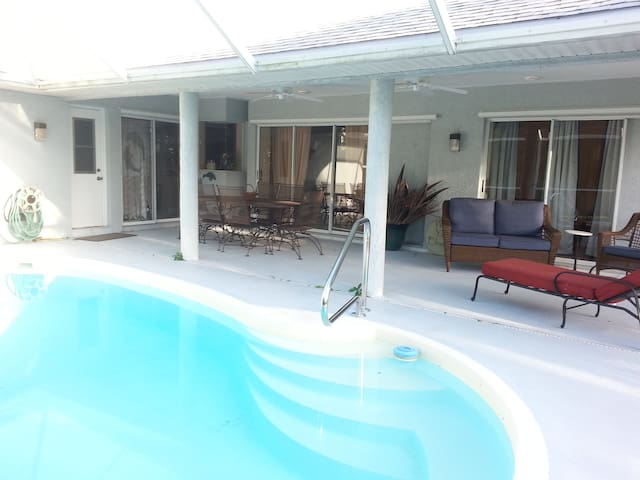 Pool home on a beautiful cul-de-sac in Rocky Pt - Stuart - Ev