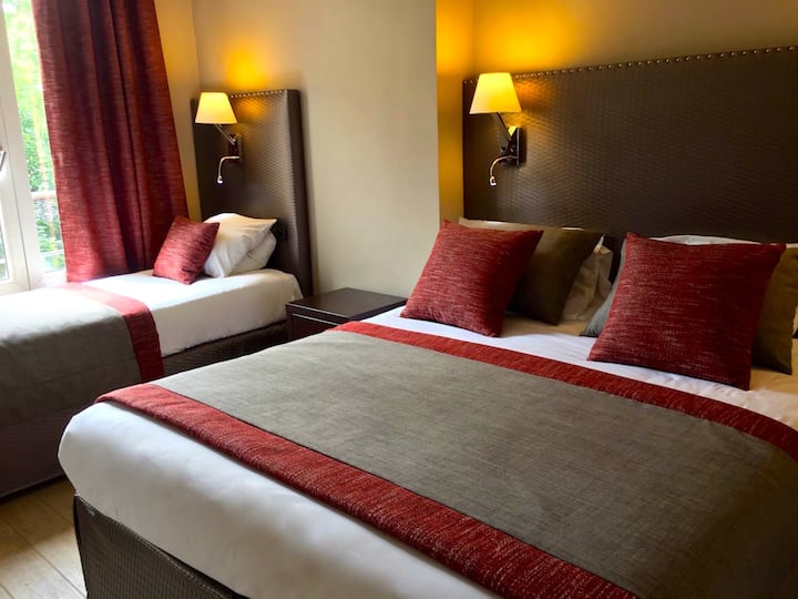 Perfect Hotel till 5 pers/room. Open 24 hours.