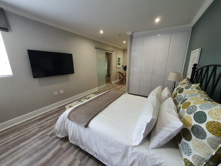 Premium Studio Apartment - Fast Wifi and Smart TV
