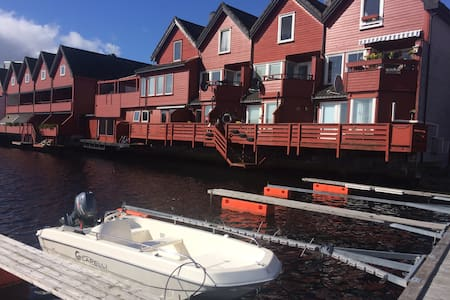Refurbished Ocean Apartment, breakfast, queen bed! - Arendal - Appartement