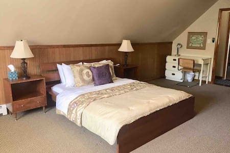 Spacious Huntington Suite- Private and Central