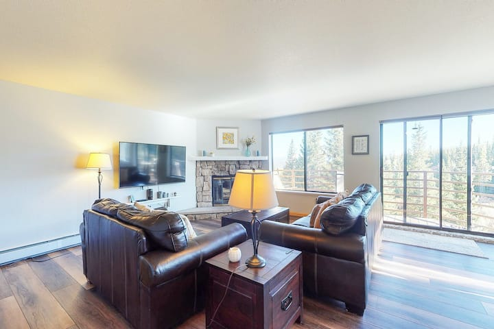 NEW LISTING! Second floor condo with mountain views & wood-burning fireplace!