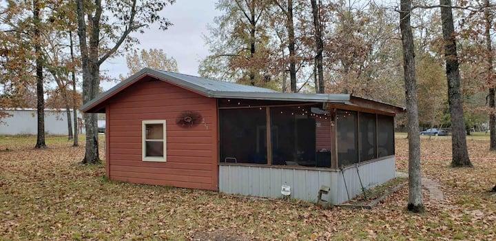 The Mudbelly Cabin near Lake Sam Rayburn