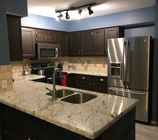 Modern Condo Minutes from NRG - Houston - Huoneisto