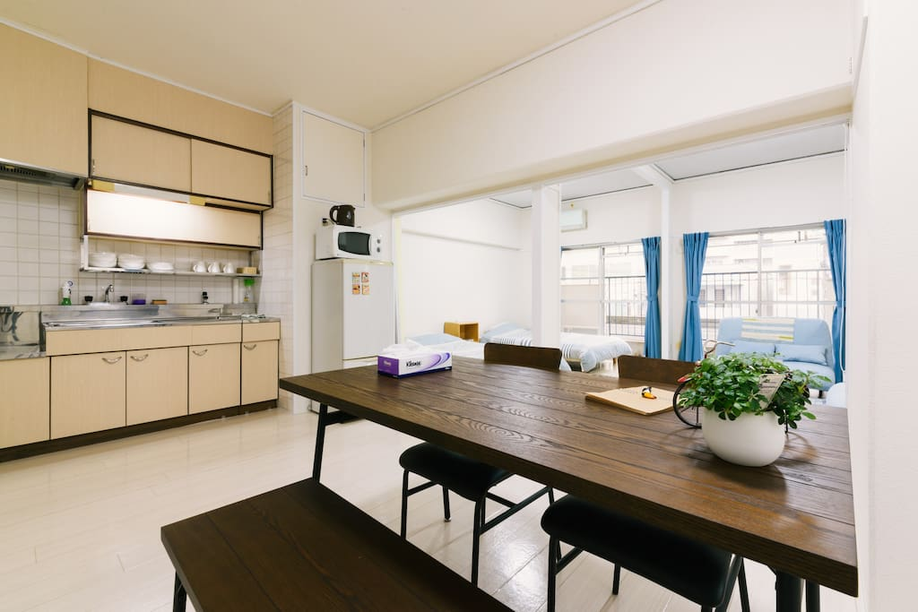 Bed room ① and kitchen  only 5-7mins away from Tenjin subway station.   Tenjin is popular among local people because of restaurants, bars, shopping streets, transportation.