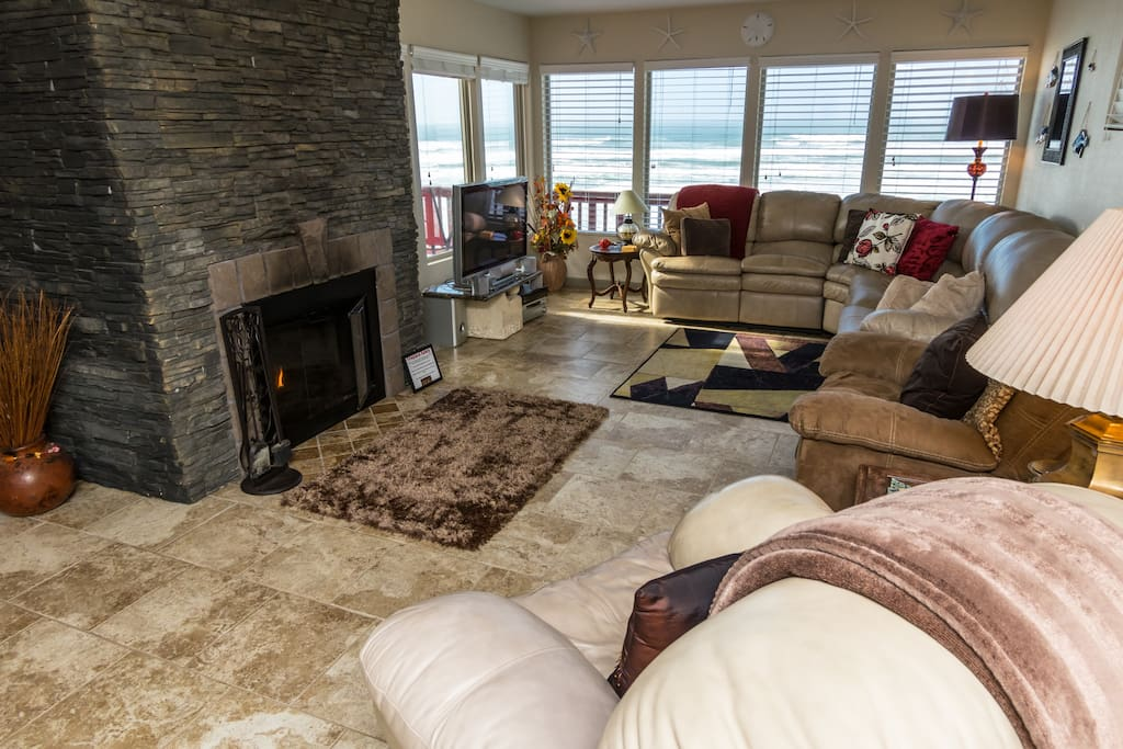 Spacious living room w/ wrap around sofa, recliners, flat screen TV, & fireplace
