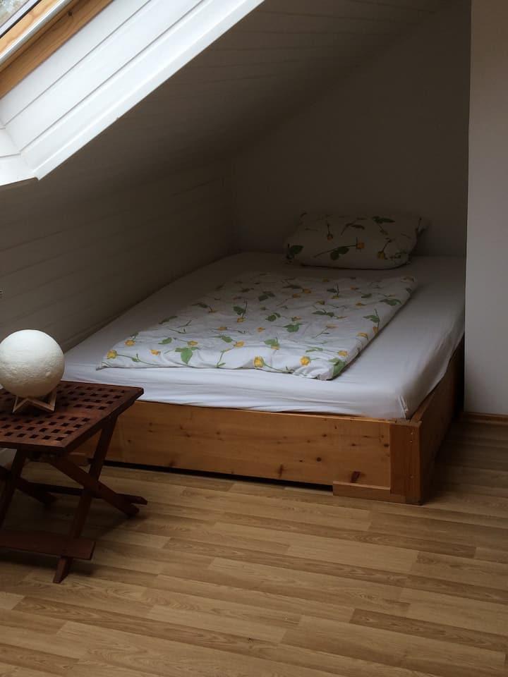 Gemütliche private Zimmer mit eigenem Wohnbereich