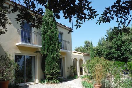 Maison 200m2 calme dans village proche d'Avignon - Pujaut