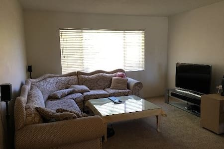Comfy bed and private space - Bakersfield