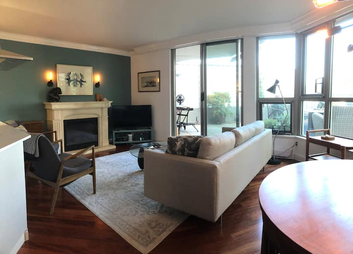 Luxurious Waterfront Suite with Garden Patio