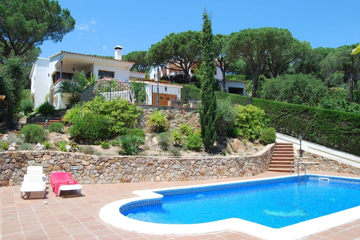 Luxurious Villa in Tordera with Private Pool and Garden