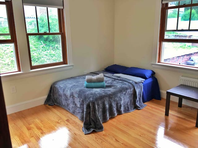 Clean,beautiful room in Brighton -AC and parking .