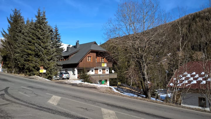 Franz Top 2  / Ski-to-Door Apartment