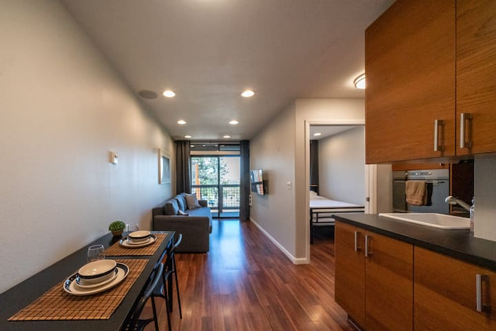 Small one bedroom condo in Tahoe Donner. Modern and renovated with everything you would need for a comfortable stay