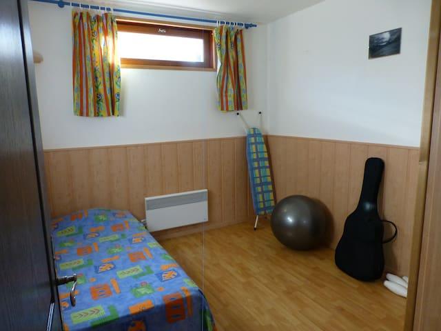 Chambre dans grand appartement - Habère-Poche - Apartment