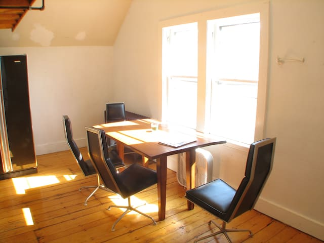 Spacious room in awesome location by Davis Square!