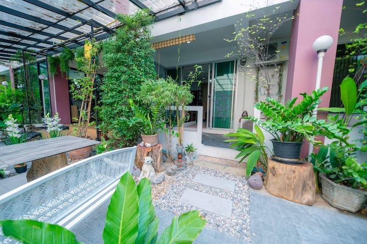 5 mins to Lumpini MRT -Sunny Patio 1 Bedroom Apt