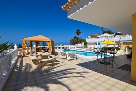Villa VIP Albatros DELUXE - Callao Salvaje
