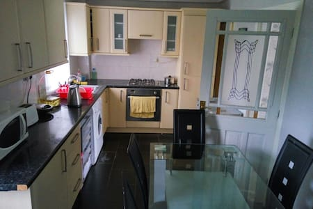 Lovely warm comfortable house - Chryston