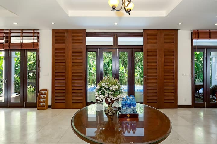 Tropical Villa Beach- 3BR Garden View Private Pool