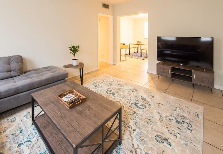 Spacious 3 Bedroom Apartment close to everything!
