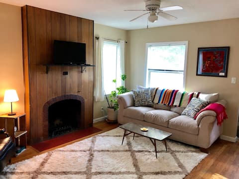 Bright & Airy Home 2 Blocks from ISU campus