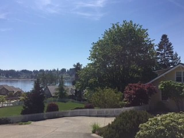 Sunny Level/ Exercise/ Weight Room - Gig Harbor - Bed & Breakfast