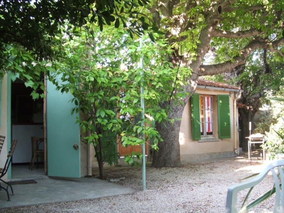 jardin ombragé 50 m2 , 4 vélos